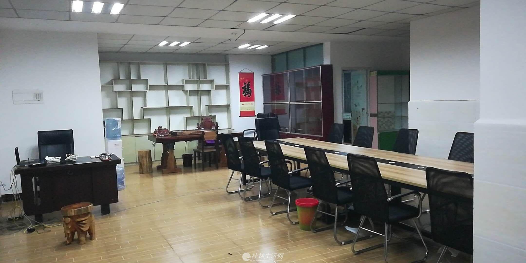 上海路枫丹丽苑电梯4楼220平米办公室出租25元/平方 ,配套齐全,10兆宽带。