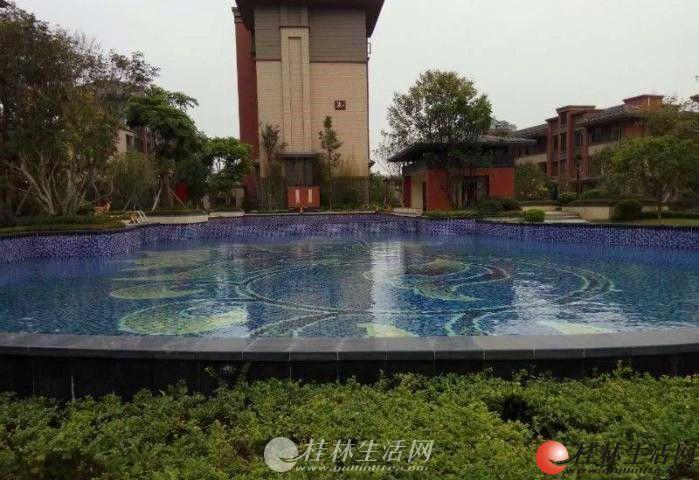 榕湖分校彰泰清华园电梯清水房140平米三房两厅两卫送车位160万。