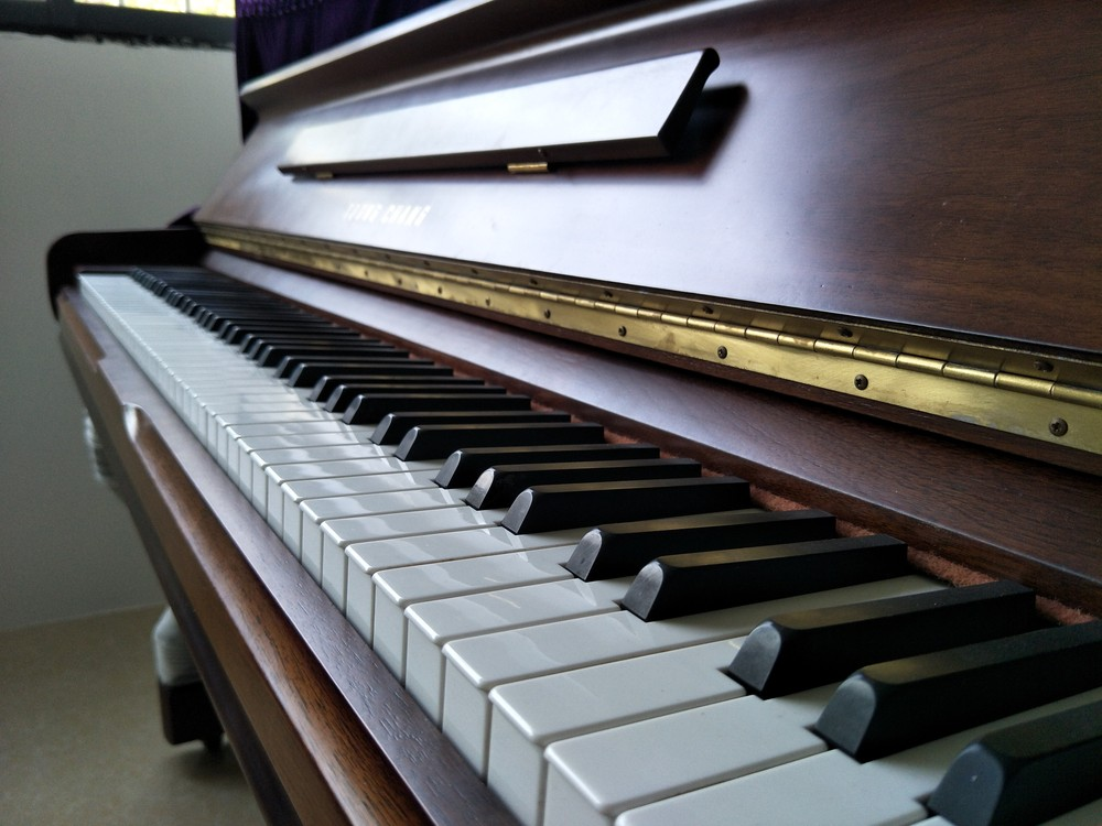 广艺新概念艺术教育,与其在家不出门,不如来练琴吹空调!