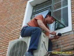 桂林叠彩区空调维修桂林叠彩区空调加氟,桂林叠彩区变频空调加氟清洗。