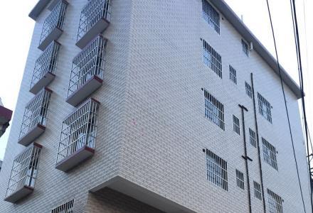 八里街一号公馆旁阳光公寓 一房一厅 单间配套 全新房 橱柜 电热水器 实木大床 拧包住