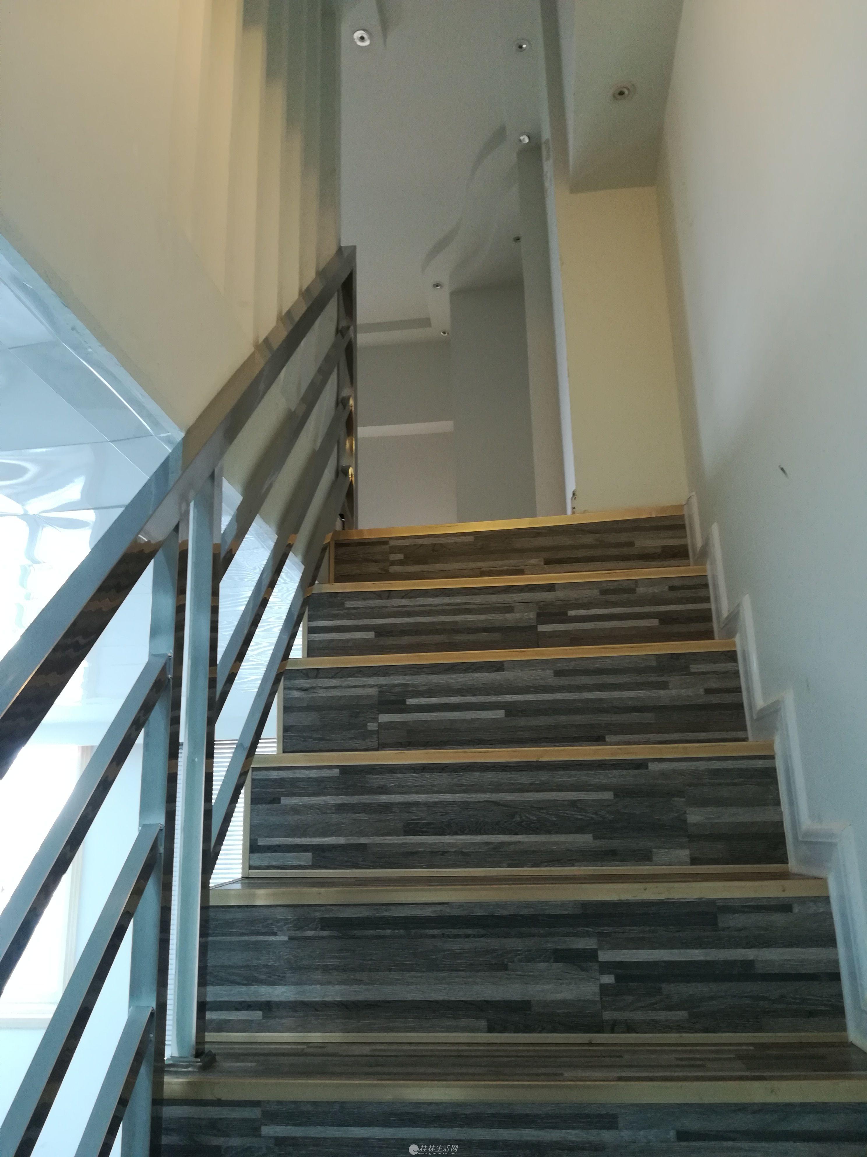 十字街南方大厦5楼588新精装修小复式写字楼出租