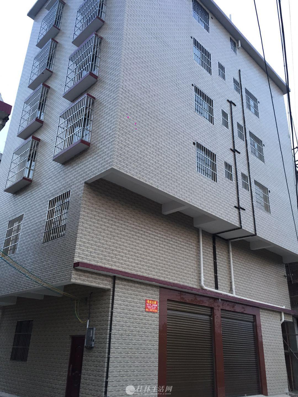 八里街一号公馆旁阳光公寓 全新房屋 交通方便 橱柜 电热水器 实木大床 拧包入住