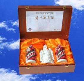 桂林回收浮雕木珍茅台酒 回收五粮液 1 8 8 7 8 3 1 8 3 8 7
