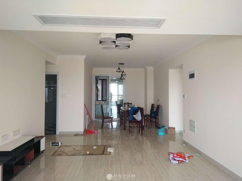 彰泰天街 4000元 4室2厅2卫 精装修超大阳台,小区有泳池
