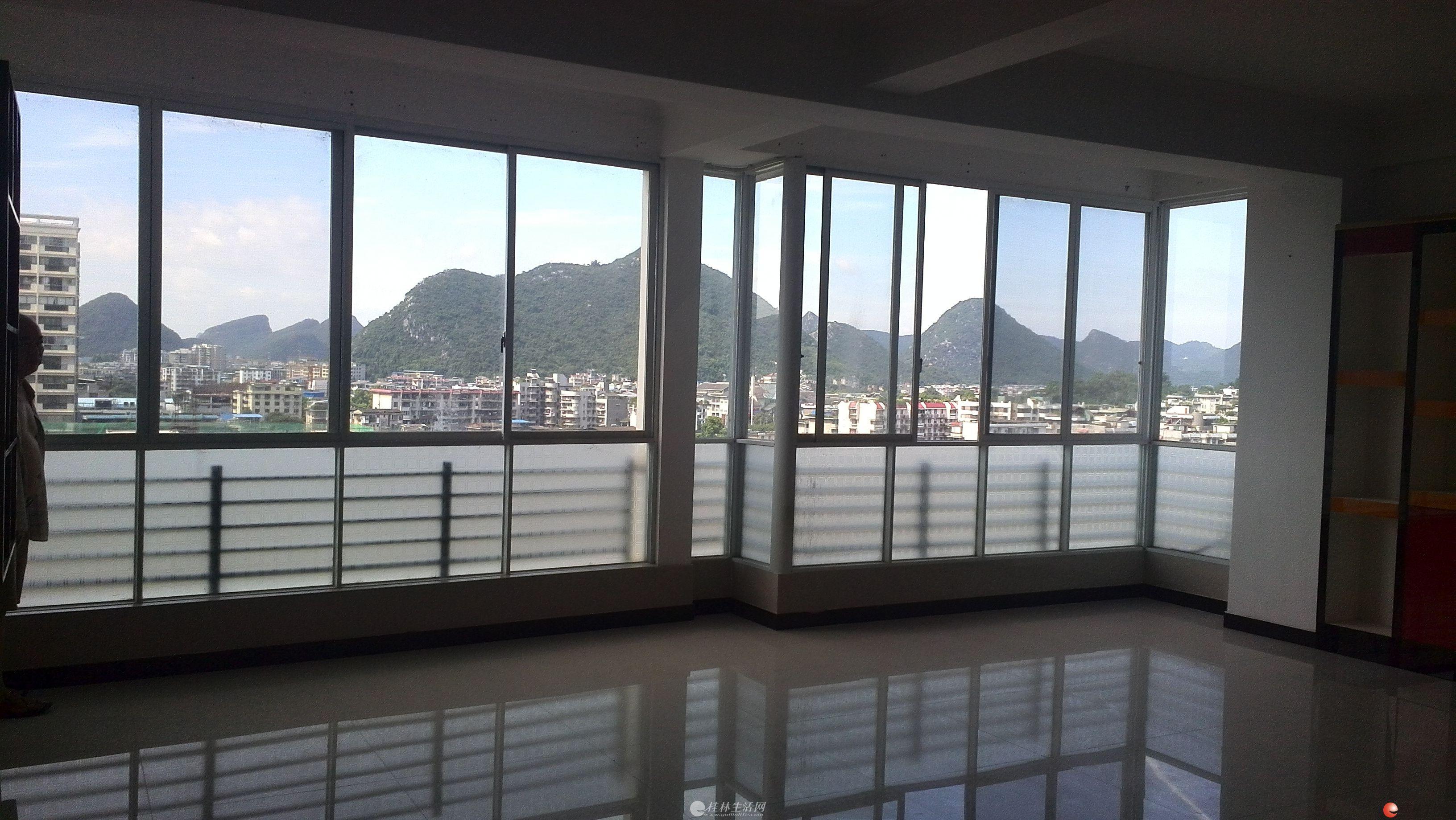 办公室出租 经贸大厦火车南站附近电梯9楼,1大厅1厨1卫厅可隔成房间共106平方3200元月