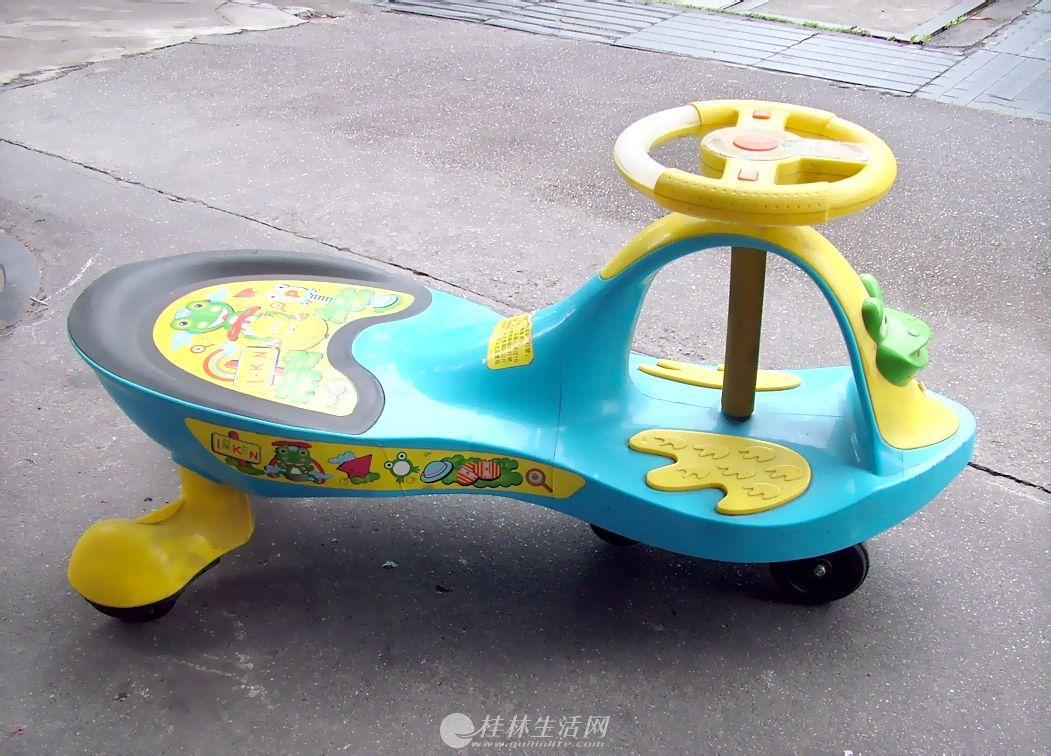 宝宝玩的扭扭车出售,车很新,宝宝很少坐。
