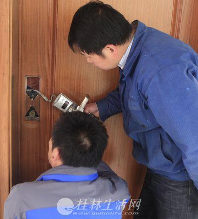 桂林七星区24小时开防盗门锁换锁芯,汽车配钥匙公司
