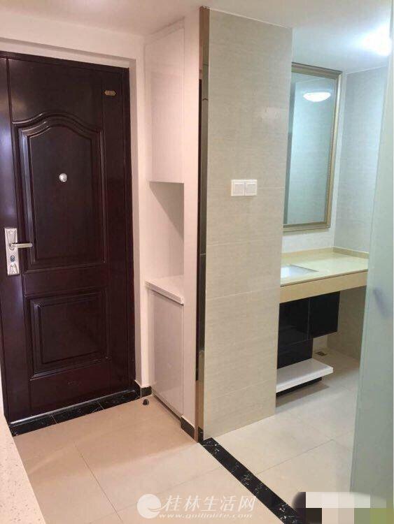 出租,万达华府,单间配套,电梯4楼,50平米,1900元/月,家具齐全