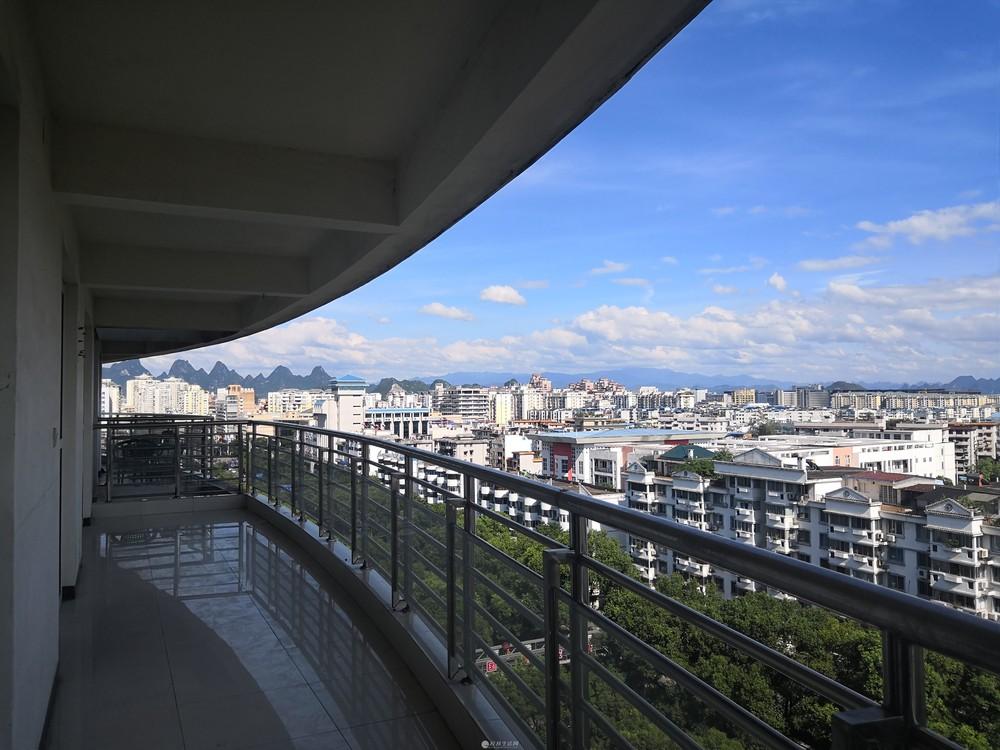 七星南城百货附近 3+1房2厅2卫 167平130万 商住两用 高层采光南北通透