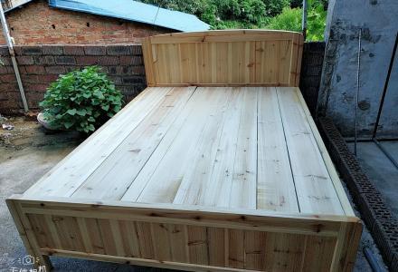 出售全新实木床1.5