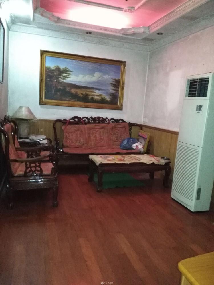 西山路西山南巷一楼2房1厅租1000元/月3台空调电器家具齐全拎包入住
