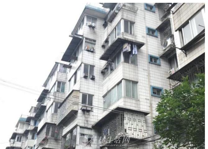 中山南路汽车站宿舍二房二厅4楼72平方40万,2000年房