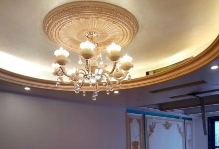 电工专业装灯、挂件、装饰画,修理各种灯具等。