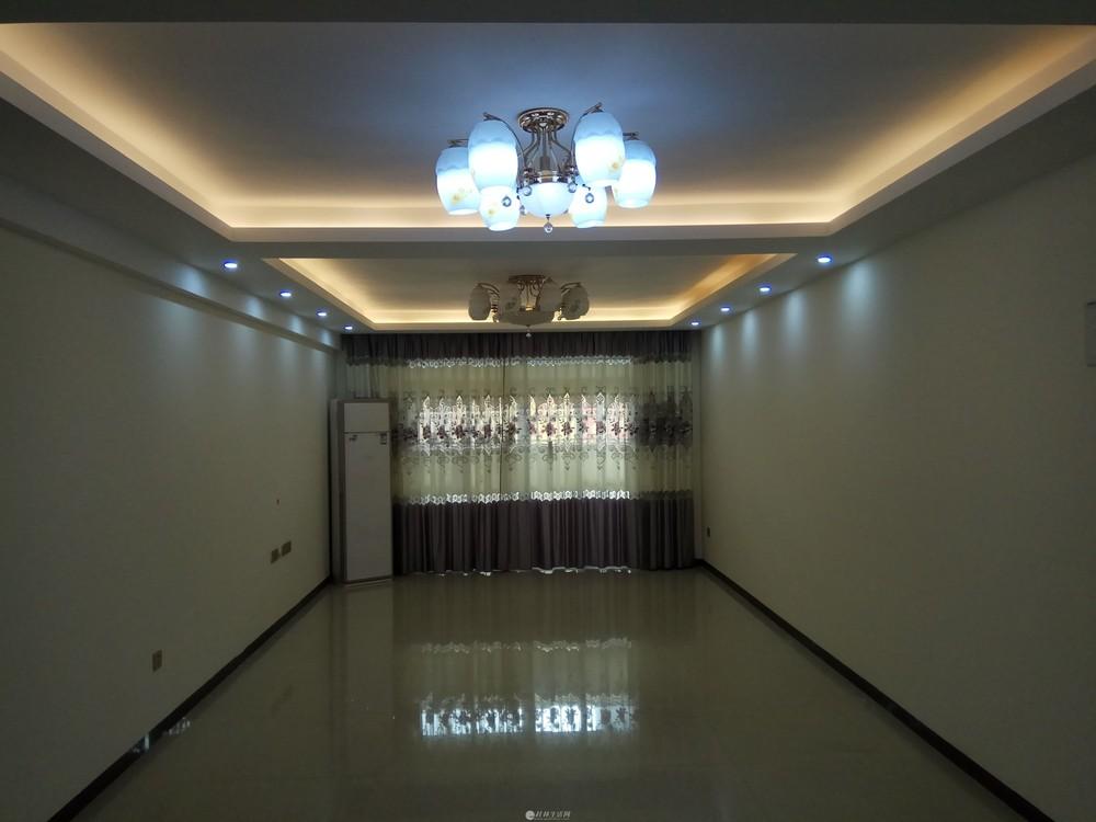 始发站金河大厦电梯11楼3房2厅132平方,新房新装修家电齐全。租2600元