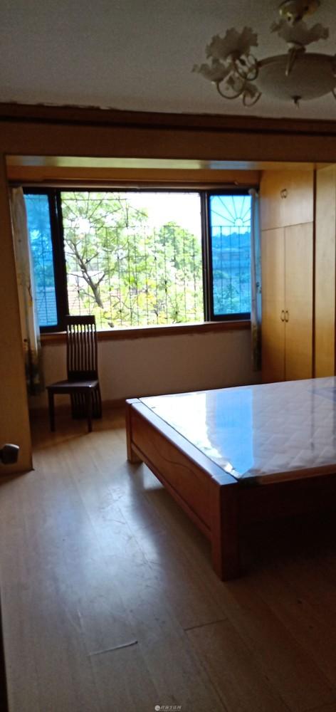 js 急售西山南巷黄金三楼三房两厅一卫105平米62万合适可议价