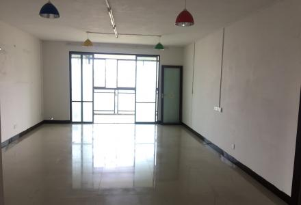 (个人房东)  甲天下广场旁鑫海国际4房2厅的办公室出租啦