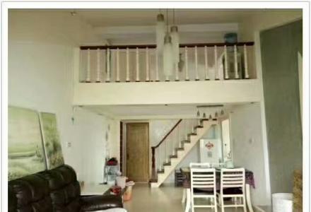 先锋天地中山南路汽车站对面,电梯楼家电家具全,单间配套1000元,1房1厅有阁楼1800元