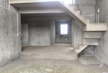 七星区 万达旁 碧水康城 楼梯房顶层挑高复式+车库+隔楼+露台花园