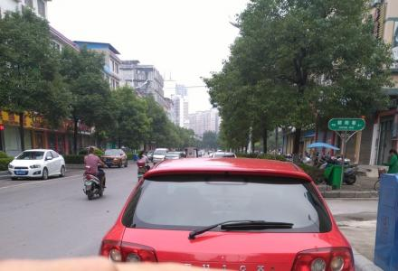 别克凯越(红色)二厢车