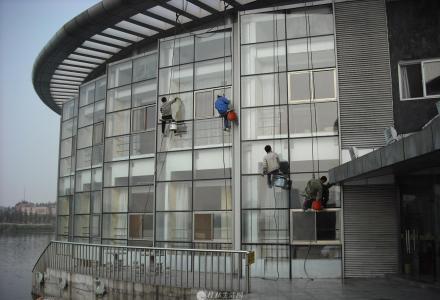 桂林七星区专业高空清洗外墙清洗,地毯清洗、大型工程开荒保洁公司