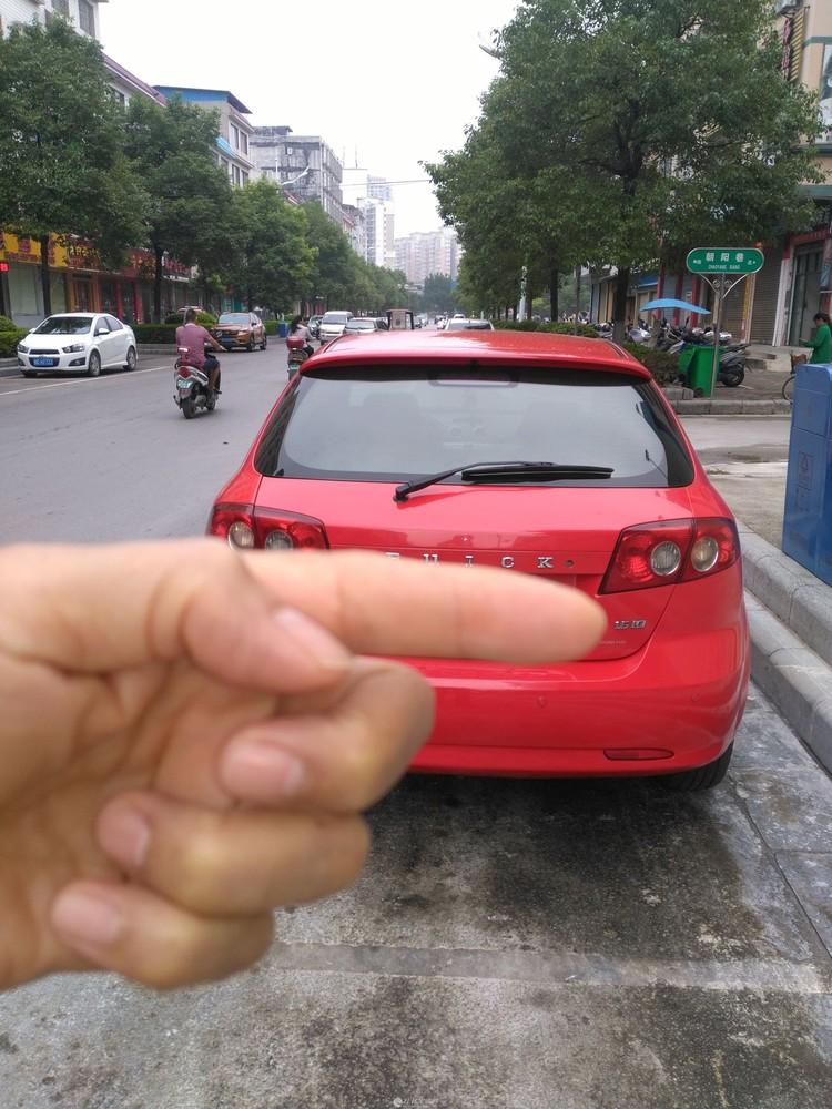 (非中介)别克凯越(红色)二厢车