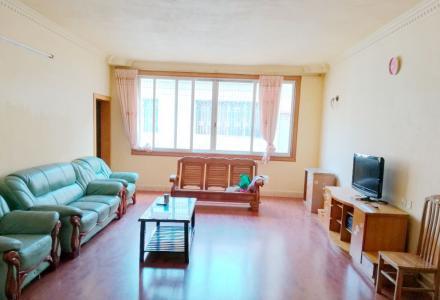 桂康新城3房2厅128平,家具家电全,带汽车位
