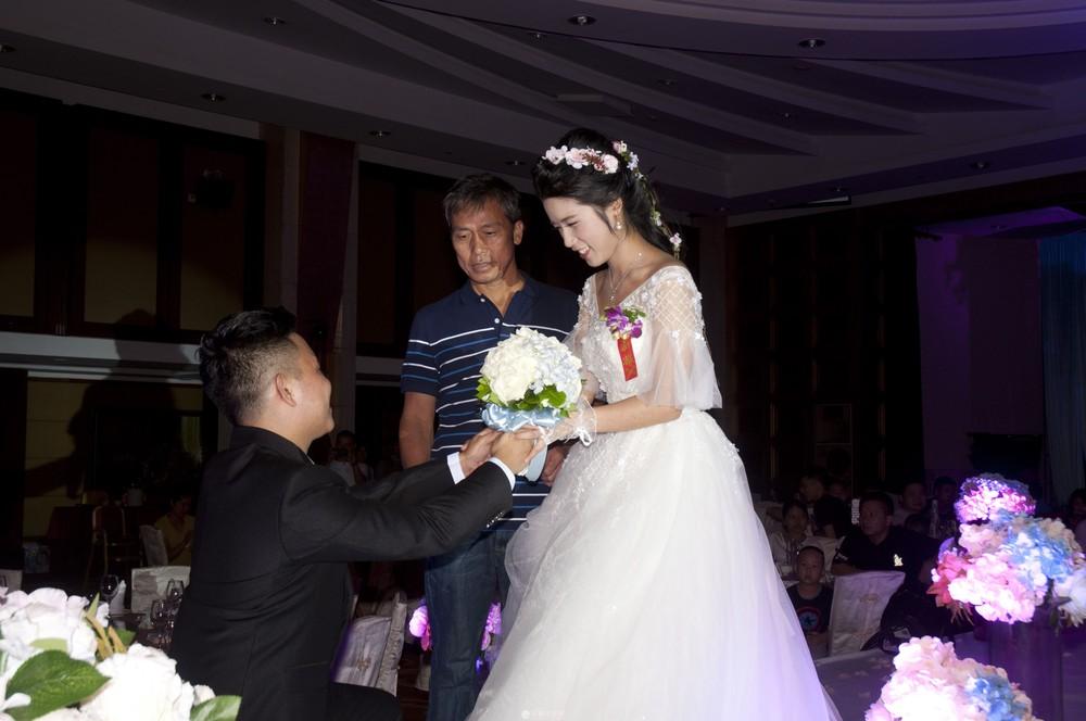 婚纱礼服出租      婚礼 摄像、  各类聚会摄影摄像