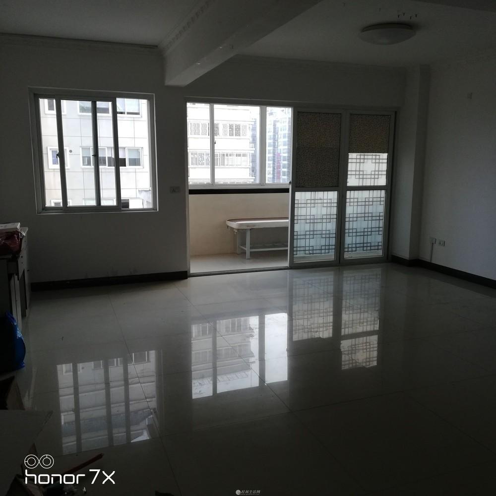上海路口厅大40㎡三房一厅二卫