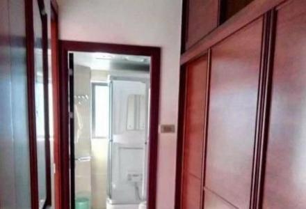 三里店旁 龙隐小学  电梯7楼精装3房122平只售121万