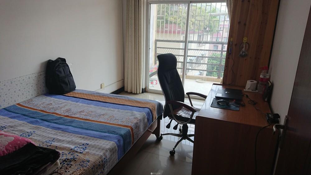 漓江路核工公寓(小区)三室一厅整租1500 押金面议。拎包入住,速联!!!