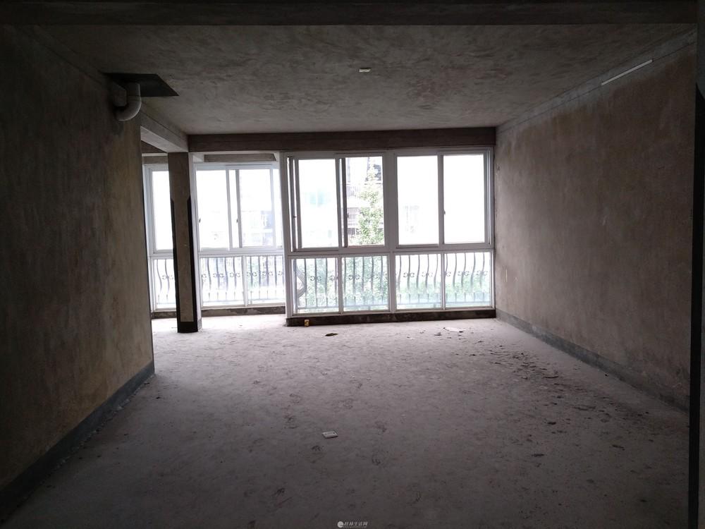 漓江边聚龙湾,228平复式楼5房带露台,眺望漓江,120万!