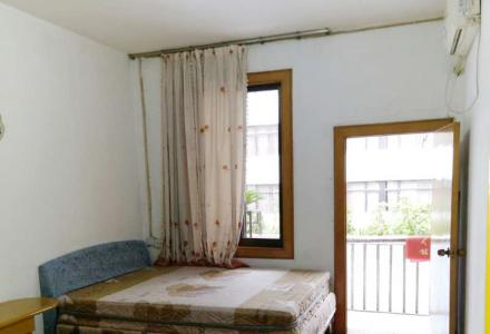 解放桥头环球酒店旁,中山中学九中附近,四楼两房一厅可停摩托2空调家电家具全1300元