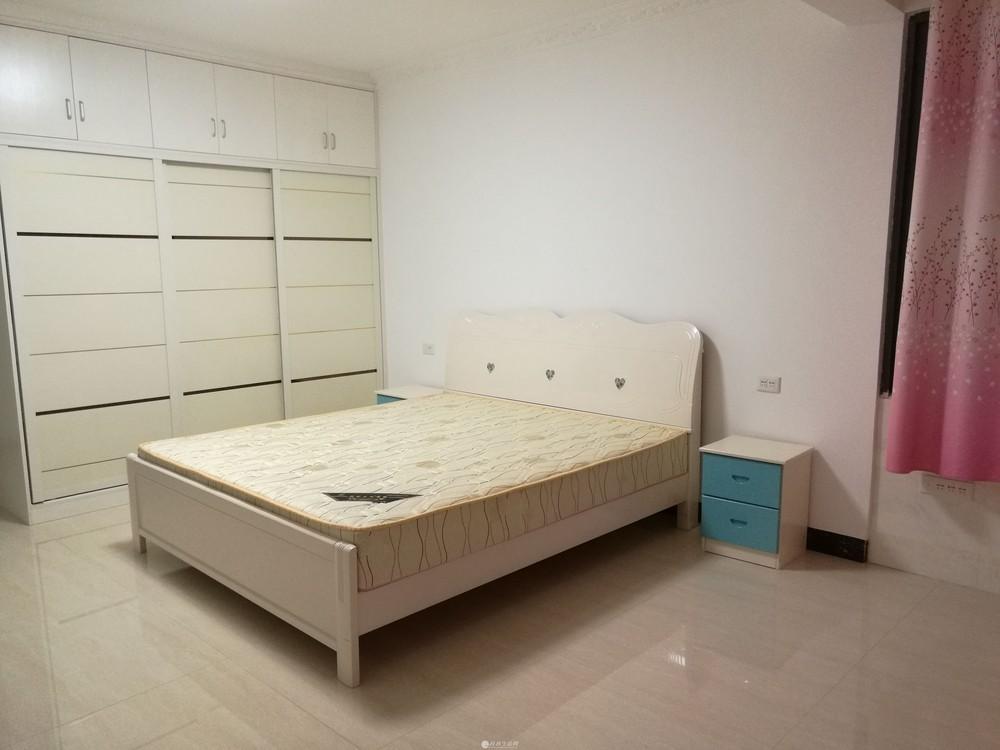 精装三房两厅两卫128平电梯房和产权车库23平捆绑出售,送家具家电