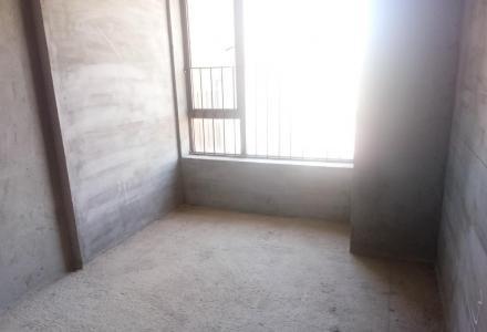 凯风路  龙光普罗旺斯电梯高层毛坯小三房 南北通透 证件齐全 89平实用105平只售52万