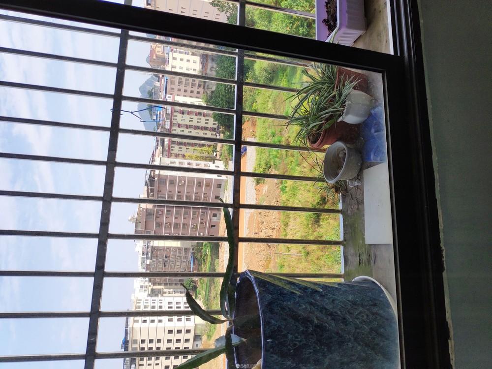 竹桥新村 电梯3-4楼 3房2厅2卫 127平米 23万 户型方正 三面采光