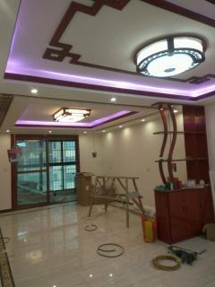 专业承接旧房翻新改造,墙面翻新,打墙打地板,刮腻子,建筑垃圾清理,贴瓷砖拆墙