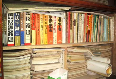 余已老朽,不忍近六十年收藏之书籍散落世间,诚寻喜爱藏书之成功人士整体奉献之。
