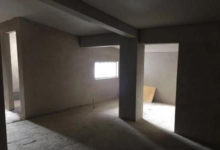 出售鲁山路鲁山水泥厂生活区复试楼(送4米高大车库)
