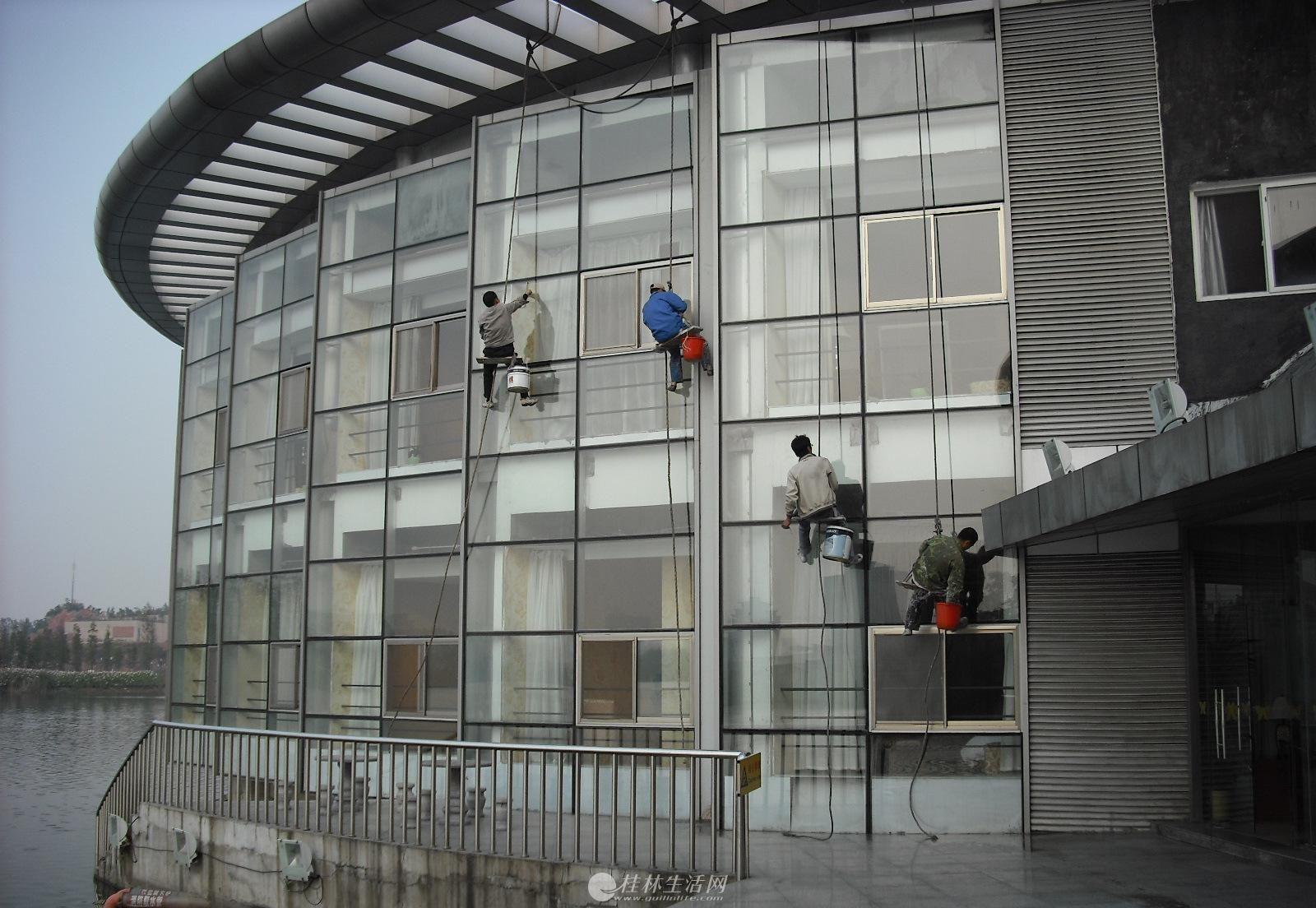 桂林七星区公司家庭酒店地毯清洗,开荒保洁 外墙清洗 广告牌拆装公司
