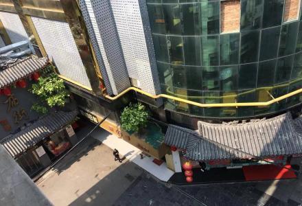 正阳步行街文化宫庙街旁,社工巷两房一厅,带独立天面,已搭建顶棚,使用面积120平方