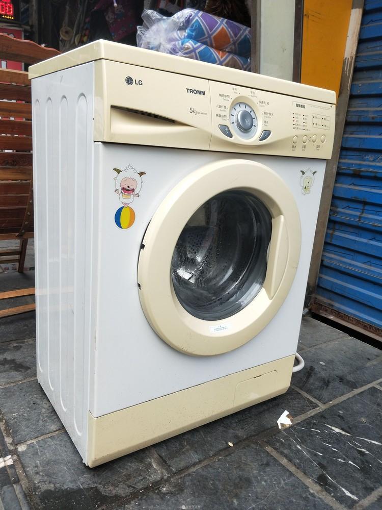 闲置的滚筒洗衣机便宜处理了。一切正常!