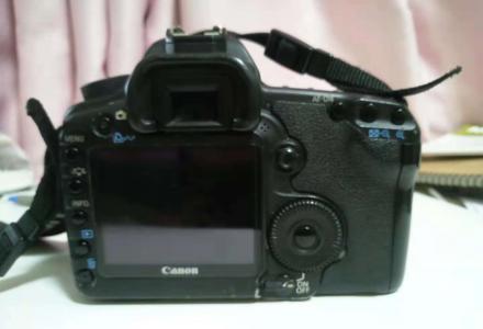 准备换新,卖自用5D2全幅相机,正常使用。还有17-40镜头同出