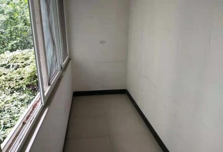 xw乐群桂中双学区房,黄金3楼实用面积高达120平另送杂物间108万