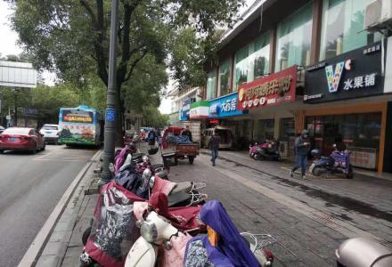 S市中心 临街门面 带租约出售 330万