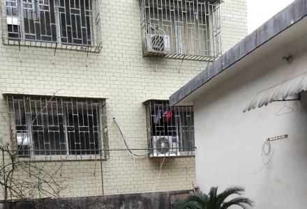 求在八里四路到芳华路之间租套一房一厅带独享露台天面的房子