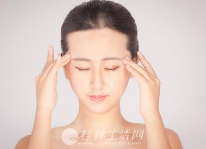怎么做才能防止眼窝凹陷?