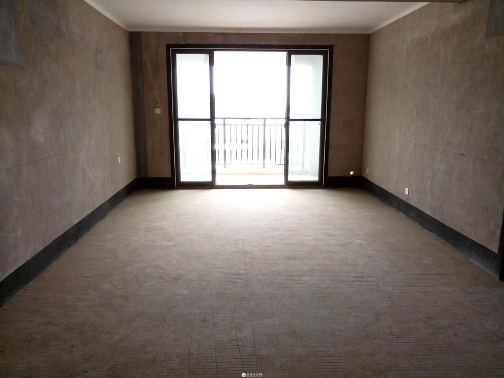 育才分校兴进上郡,4室2厅2卫,清水房,140平米,急售140万,电梯6楼,