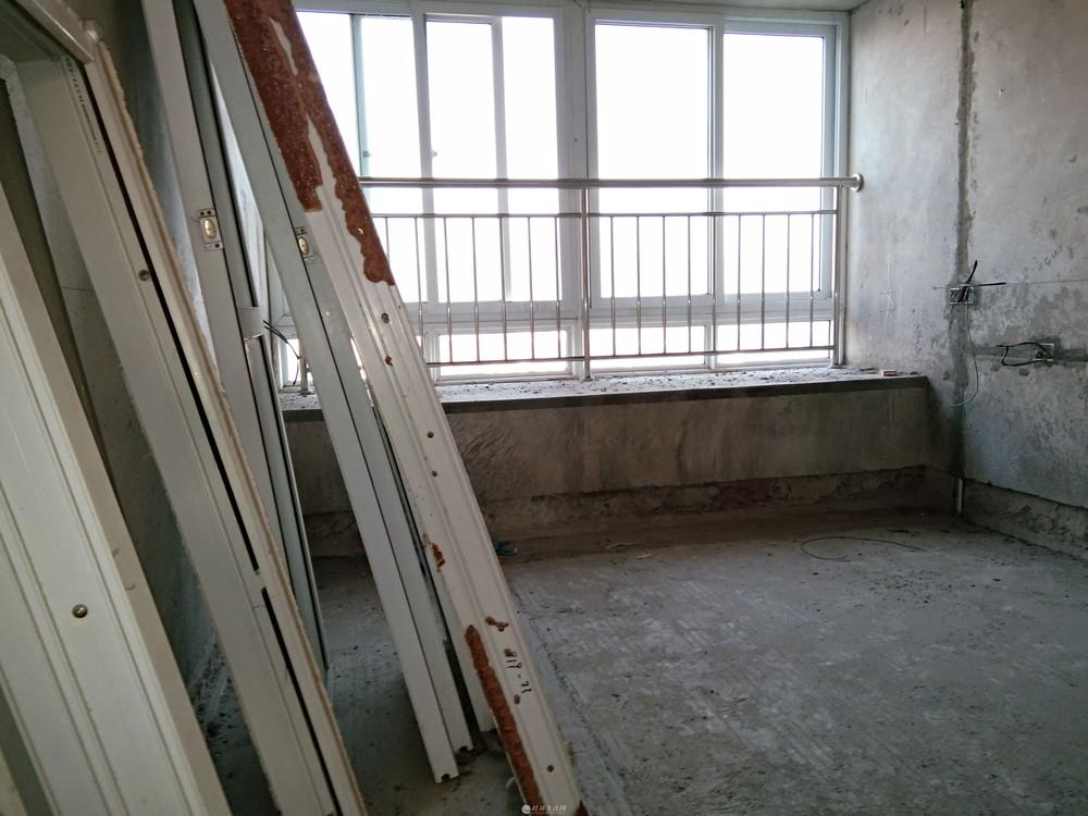始发站对面观光电梯高层132平88万