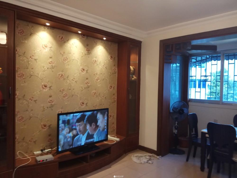 出租,鸾东小区,3房2厅1卫,105平米,7楼,1800元/月,家具齐全